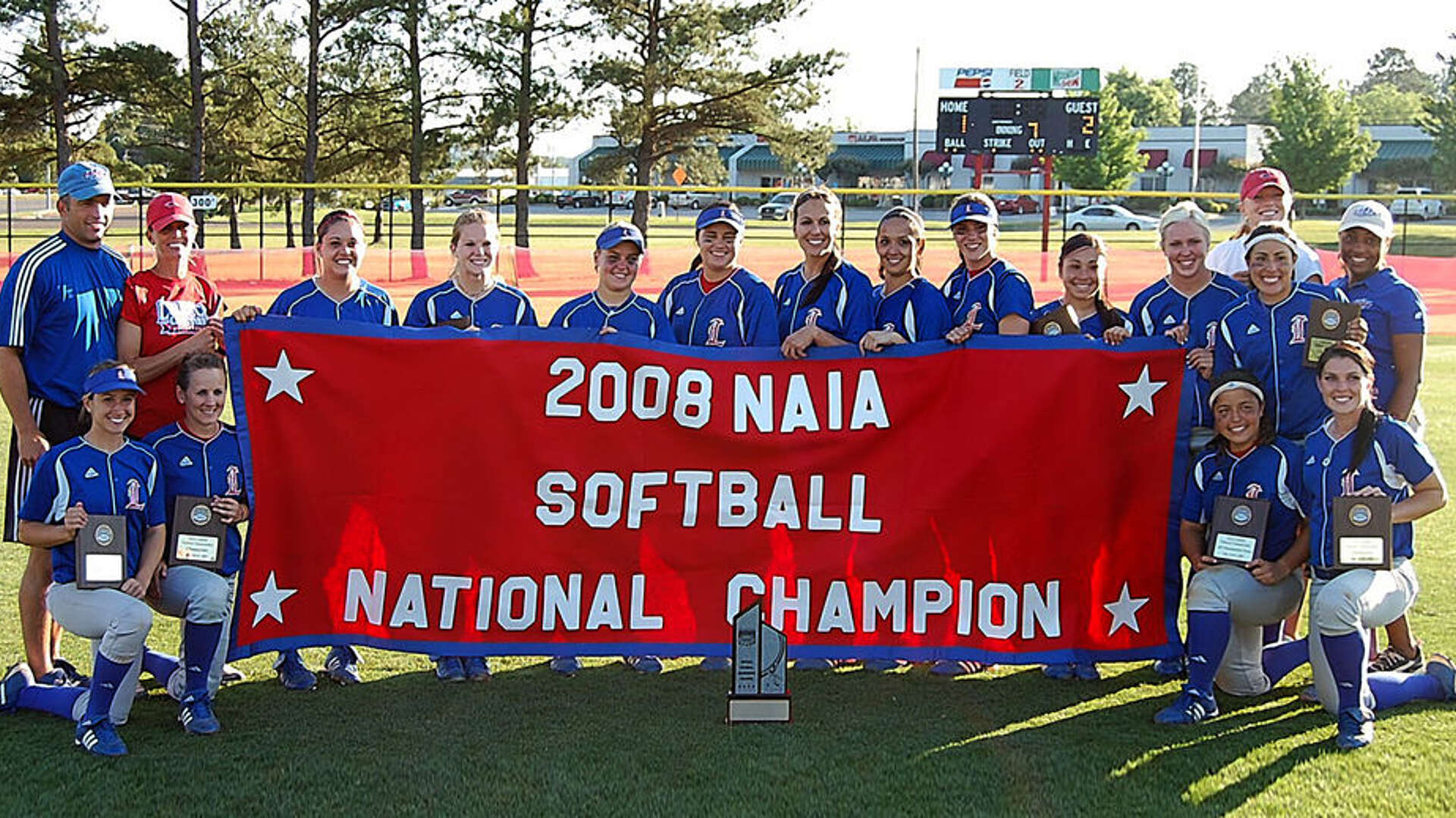 2008 LCU Softball team group picture